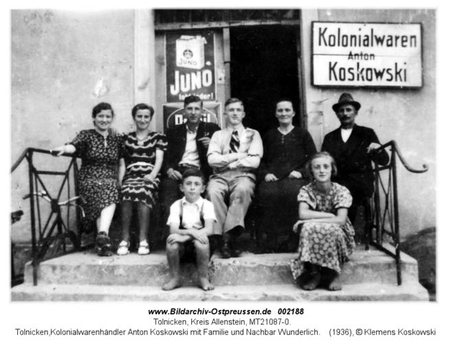 Tolnicken, Kolonialwarenhändler Anton Koskowski mit Familie und Nachbar Wunderlich