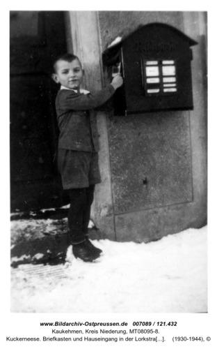Kuckerneese. Briefkasten und Hauseingang in der Lorkstraße 19