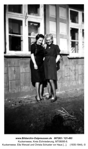Kuckerneese. Ella Wenzel und Christa Schuster vor Haus Hohe Straße 13