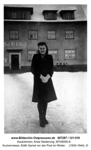 Kuckerneese. Edith Samel vor der Post im Winter