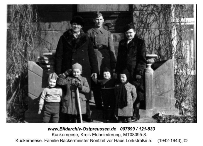 Kuckerneese. Familie Bäckermeister Noetzel vor Haus Lorkstraße 5