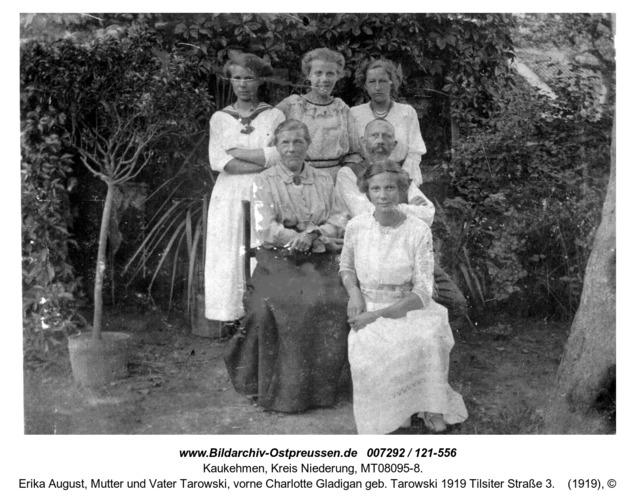 Kuckerneese.V. li Anna Maria u. Trude Tarowski, Erika August, Mutter und Vater Tarowski, vorne Charlotte Gladigan geb. Tarowski 1919 Tilsiter Straße 3