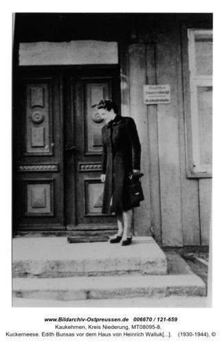 Kuckerneese. Edith Bunsas vor dem Haus von Heinrich Wallukat in Hohe Straße 5
