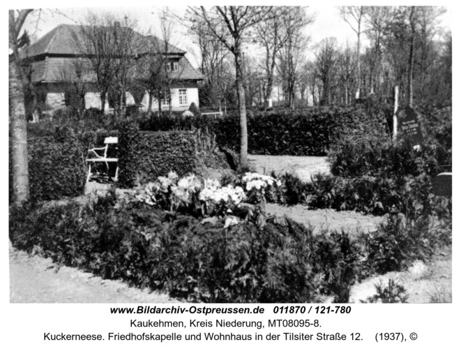 Kuckerneese. Friedhofskapelle und Wohnhaus in der Tilsiter Straße 12