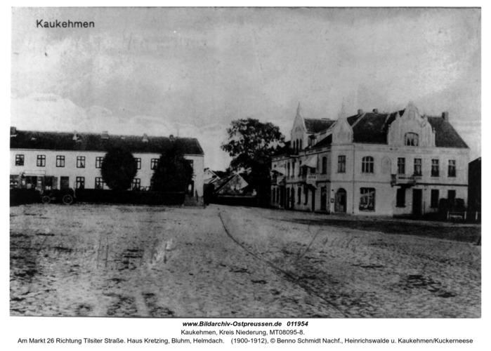 Kaukehmen,  Am Markt 26 Richtung Tilsiter Straße. Haus Kretzing, Bluhm, Helmdach