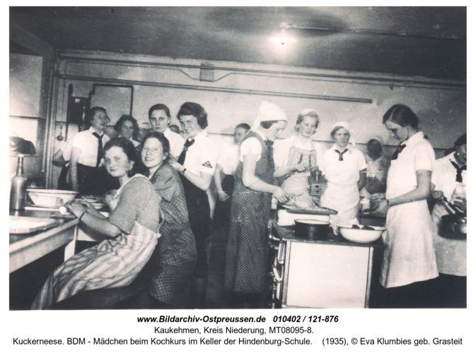 Kuckerneese. BDM - Mädchen beim Kochkurs im Keller der Hindenburg-Schule