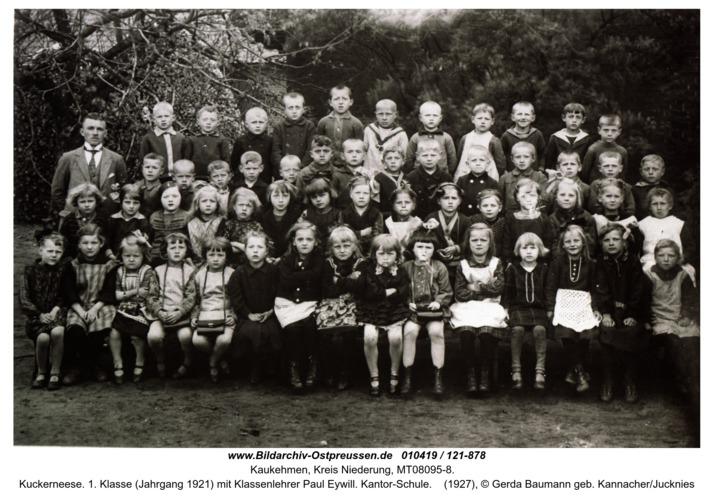 Kuckerneese. 1. Klasse (Jahrgang 1921) mit Klassenlehrer Paul Eywill. Kantor-Schule