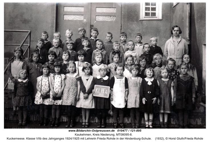 Kuckerneese. Klasse VIIb des Jahrganges 1924/1925 mit Lehrerin Frieda Rohde in der Hindenburg-Schule