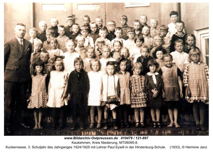 Kuckerneese. 3. Schuljahr des Jahrganges 1924/1925 mit Lehrer Paul Eywill in der Hindenburg-Schule