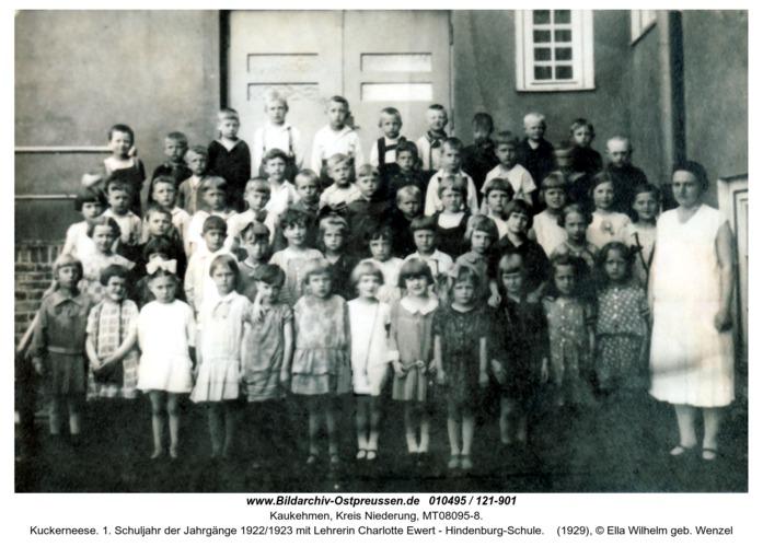 Kuckerneese. 1. Schuljahr der Jahrgänge 1922/1923 mit Lehrerin Charlotte Ewert - Hindenburg-Schule
