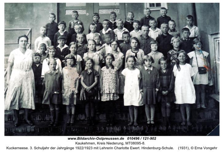 Kuckerneese. 3. Schuljahr der Jahrgänge 1922/1923 mit Lehrerin Charlotte Ewert. Hindenburg-Schule