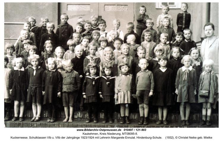 Kuckerneese. Schulklassen VIb u. VIIb der Jahrgänge 1923/1924 mit Lehrerin Margarete Ennulat. Hindenburg-Schule