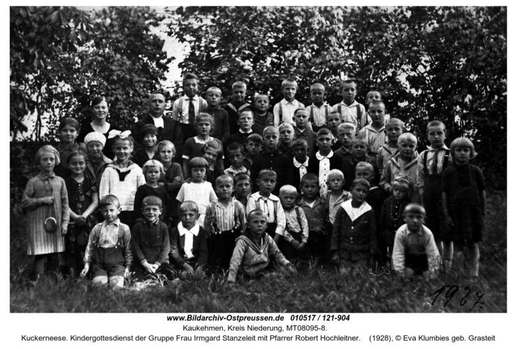 Kuckerneese. Kindergottesdienst der Gruppe Frau Irmgard Stanzeleit mit Pfarrer Robert Hochleitner