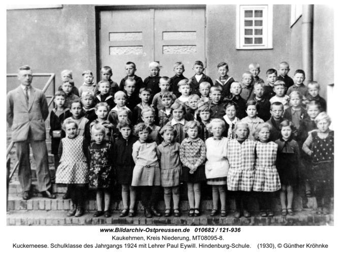 Kuckerneese. Schulklasse des Jahrgangs 1924 mit Lehrer Paul Eywill. Hindenburg-Schule