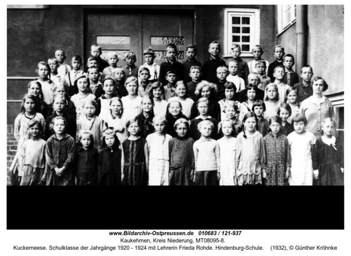 Kuckerneese. Schulklasse der Jahrgänge 1920 - 1924 mit Lehrerin Frieda Rohde. Hindenburg-Schule