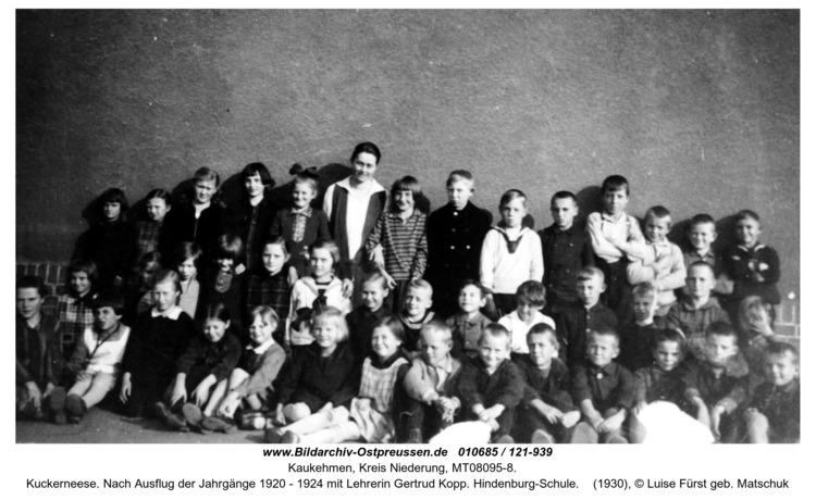 Kuckerneese. Nach Ausflug der Jahrgänge 1920 - 1924 mit Lehrerin Gertrud Kopp. Hindenburg-Schule
