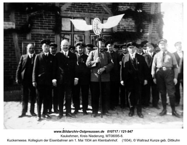 Kuckerneese. Kollegium der Eisenbahner am 1. Mai 1934 am Kleinbahnhof
