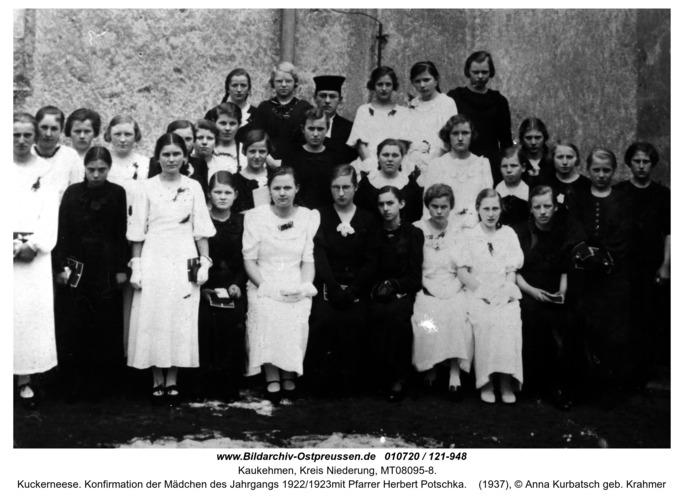 Kuckerneese. Konfirmation der Mädchen des Jahrgangs 1922/1923mit Pfarrer Herbert Potschka