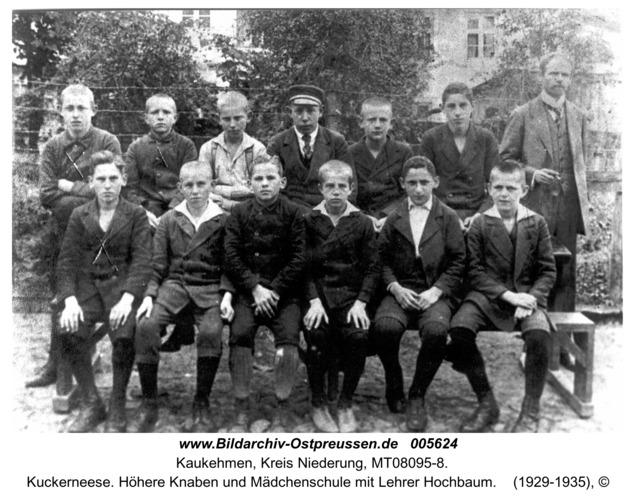 Kuckerneese. Höhere Knaben und Mädchenschule mit Lehrer Hochbaum