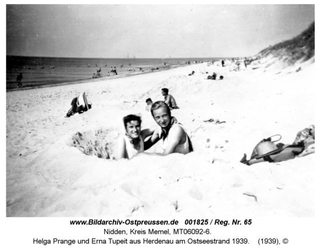 Nidden, Helga Prange und Erna Tupeit aus Herdenau am Ostseestrand 1939