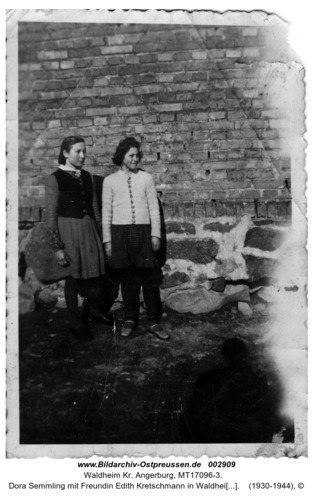 Dora Semmling mit Freundin Edith Kretschmann in Waldheim Kreis Angerburg