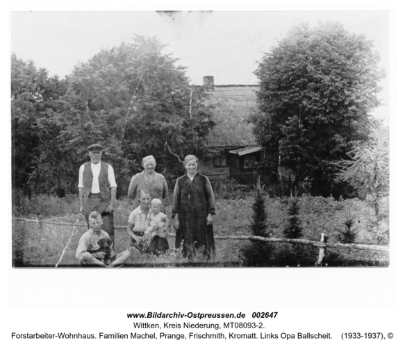 Wittken, Forstarbeiter-Wohnhaus. Familien Machel, Prange, Frischmith, Kromatt. Links Opa Ballscheit