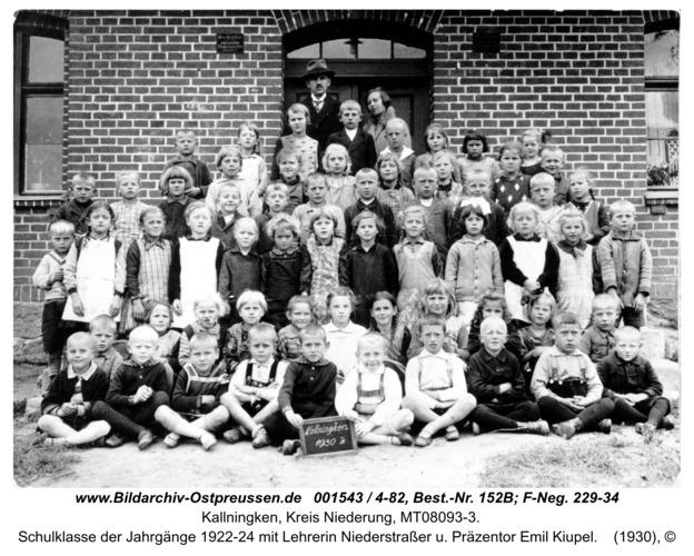 Herdenau, Schulklasse der Jahrgänge 1922-24 mit Lehrerin Niederstraßer u. Präzentor Emil Kiupel