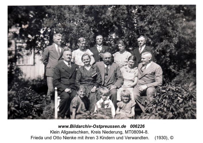 Klein Allgawischken,  Frieda und Otto Nienke mit ihren 3 Kindern und Verwandten